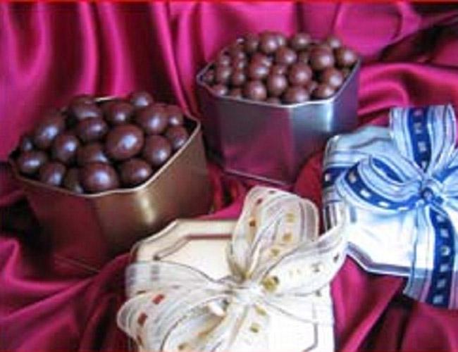 latas com chocolates